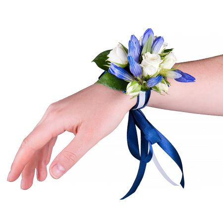 "Bouquet Bracelet on his hand ""Gentian\"""