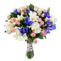 Mild bouquet, bouquet of white freesias