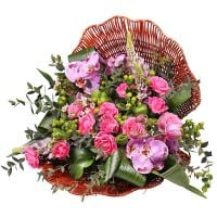 Order the bouquet �Purple pearl� in the internet-shop UFL with delivery to any chosen country of the city and the world.