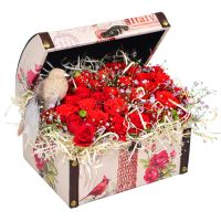 Buy an arrangement of red roses «Birdie» with delivery