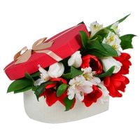 Buy a tender bouquet in a box «Spring surprise»